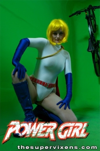 powergirl-legs-spread
