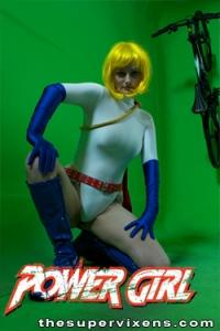 powergirl-legs-spread